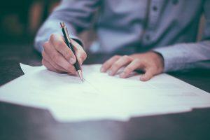 חתימה על מסמך